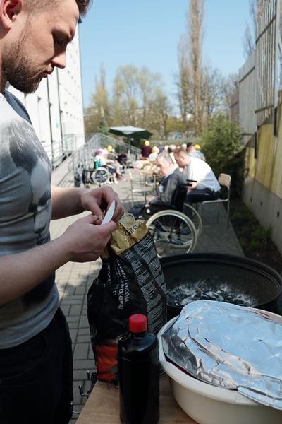 Udany grill przy pięknej pogodzie (6)