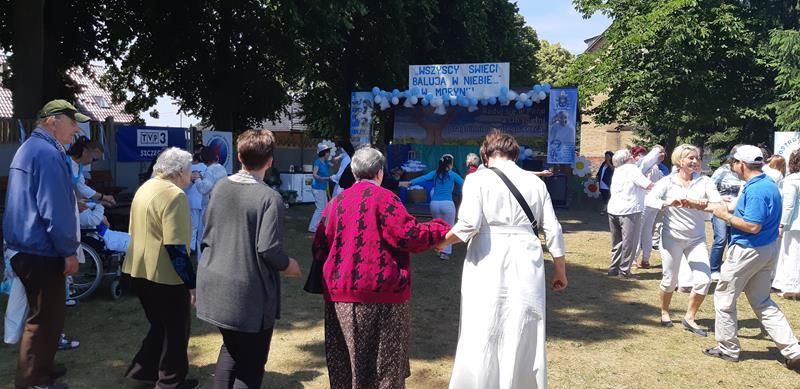 Mieszkańcy podczas imprezy integracyjnej w Moryniu (12)