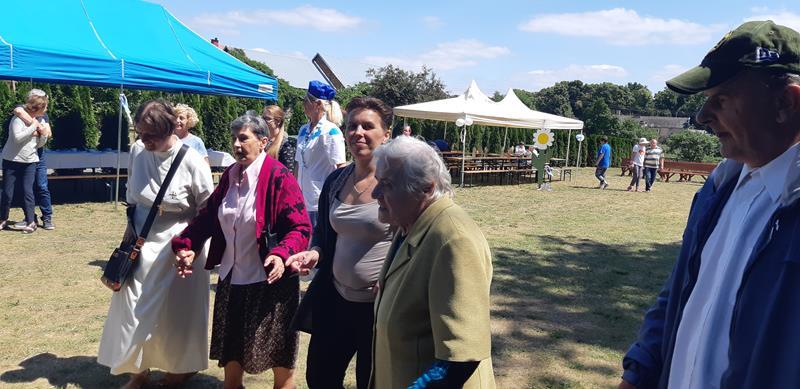 Mieszkańcy podczas imprezy integracyjnej w Moryniu (8)