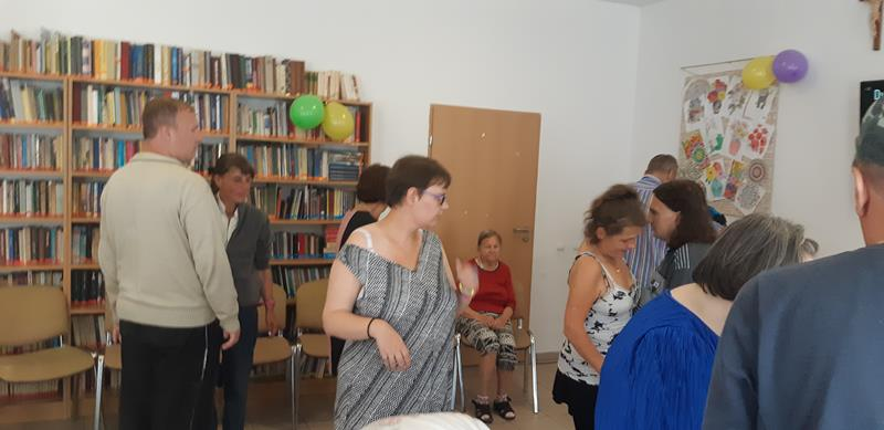Mieszkańcy podczas zabawy tanecznej (7)