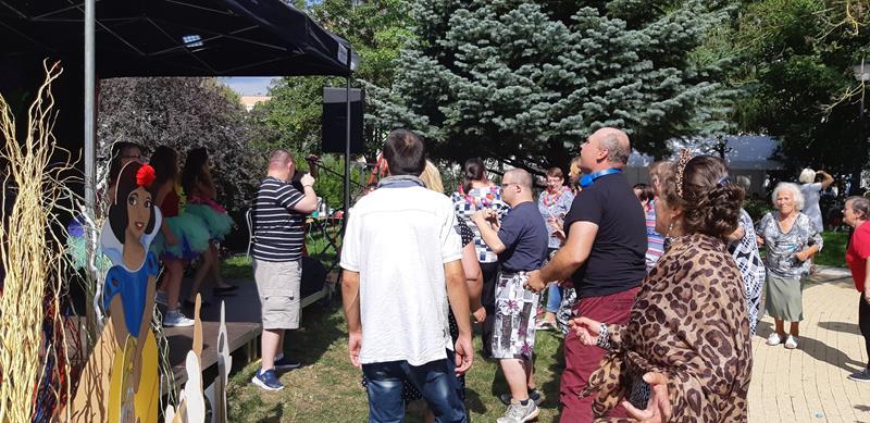 Pierwszy Integracyjny Festiwal Bajek w DPS przy ul. Romera (16)