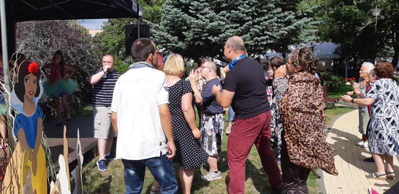 Pierwszy Integracyjny Festiwal Bajek w DPS przy ul. Romera (19)