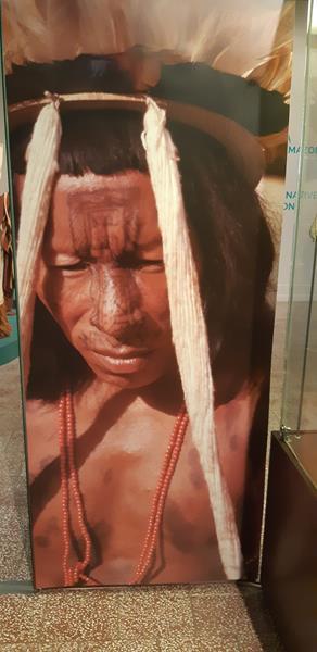 Mieszkańcy podczas wycieczki do Muzeum - Rękodzieło Indian Amazonii (18)