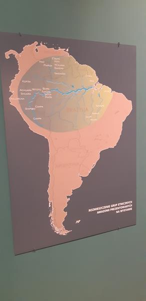 Mieszkańcy podczas wycieczki do Muzeum - Rękodzieło Indian Amazonii (19)