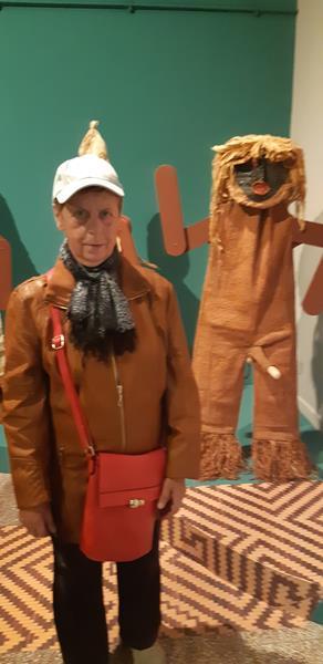 Mieszkańcy podczas wycieczki do Muzeum - Rękodzieło Indian Amazonii (2)