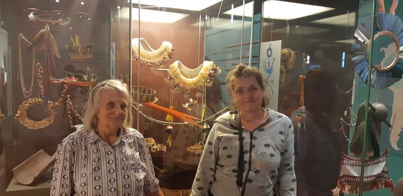 Mieszkańcy podczas wycieczki do Muzeum - Rękodzieło Indian Amazonii (7)