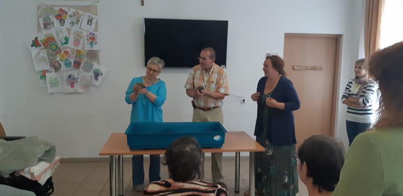 Młodzi mieszkańcy tymczasowego domu dla jeży wraz ze swoimi opiekunami odwiedzili Lubomirskiego.  (44)