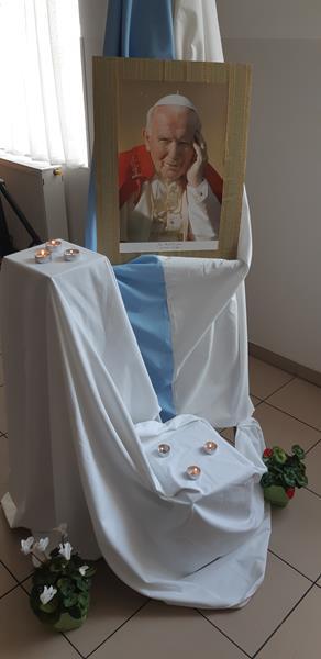 Akadamia przygotowana przez mieszkańców z okazji Dnia Papieskiego (20)